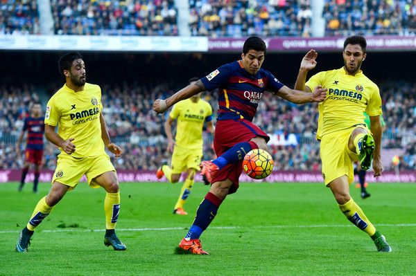 Luis Suarez of FC Barcelona competes for the ball with Villarreal CF players during the La Liga match between FC Barcelona and Villarreal CF at Camp Nou on November 8, 2015 in Barcelona, Catalonia.