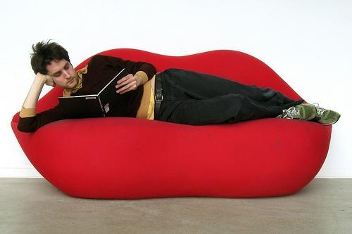 Loopty loopy Loopitas red lips sofa