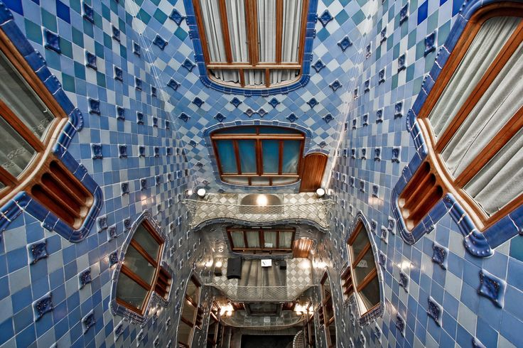 Casa Batlló, cavedio by Marco via flickr