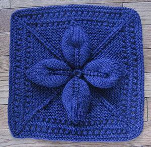 Lucky 4-Leaf Afghan Block: Free #Knit Afghan Square roundup on Moogly!