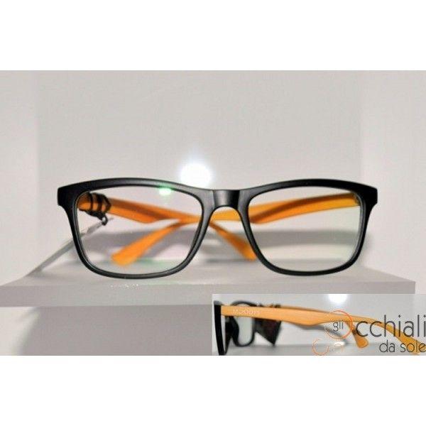 Occhiali da vista 2230/V 7 Il modello Moodys 2230/V  è un occhiale da vista dalla forma rettangolare che permette a chi lo indossa di sentirsi libero di esprimete la propria personalità. E' caratterizzato da una montatura in celluloide Nero Satinato, con aste Gialle, che rende l'occhiale Particolare e Giovanile! Adatto a qualsiasi tipo di viso. Modello Unisex