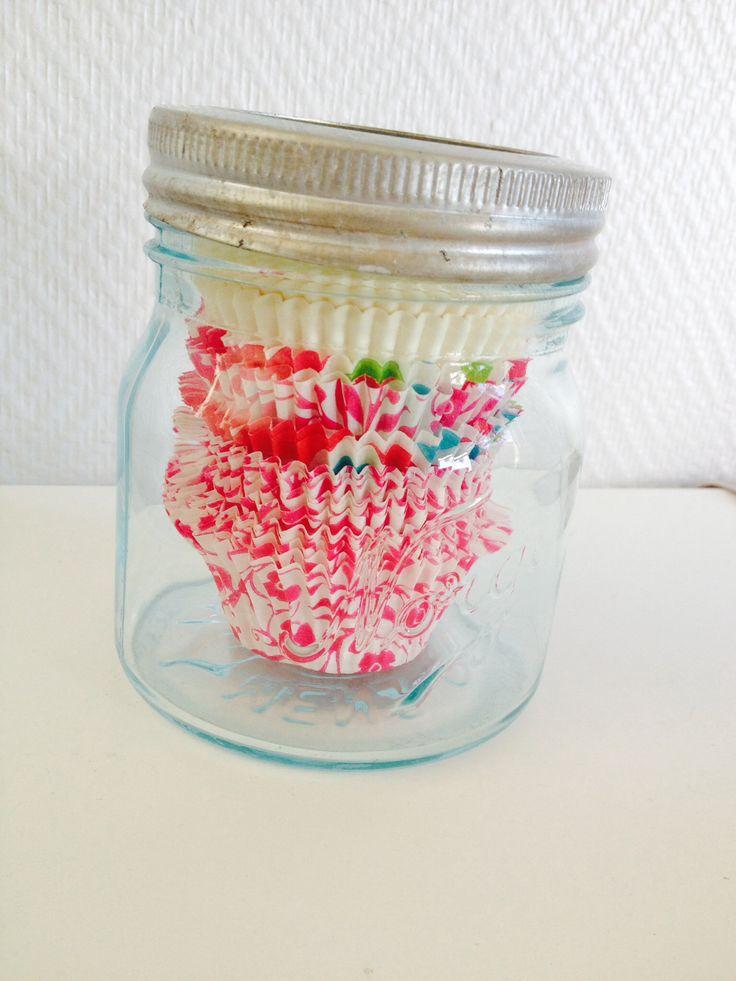 Norgesglass er fine til å oppbevare muffinsformer i.