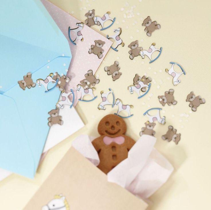 konfetti w kształcie konika na biegunach i misia