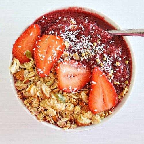 Massive maqui bowl for breakfast made with apple, raspberry, cherry, maqui powder and some @naturalrawc coconut water. Topped with homemade granola, strawberries, hemp seeds, coconut and @loving_earth buckinis. #health #food #vegetarian#fruit #coconutwater #healthfood #superfood #eat #breakfast #granola #foodblog #cleaneating #healthspo