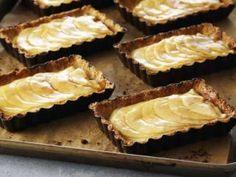 TARTA  de manzanas con masa de dátiles - Chff Anna Olson. Prog. El gourmet http://elgourmet.com/receta/tarta-de-manzanas-con-masa-de-datiles
