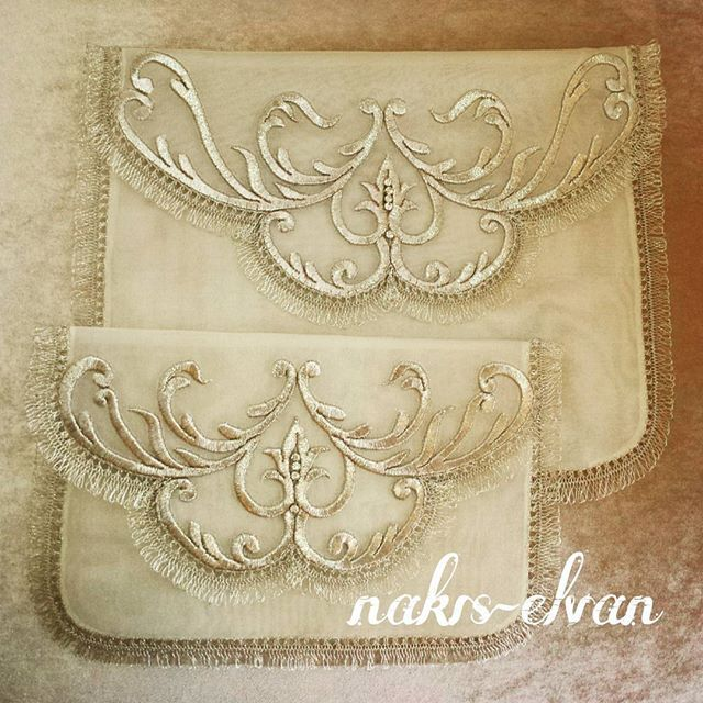 View nakisevi's Instagram Kuran-ı kerim cüz kılıfı.. Fatma Elvan Tasarım #nakış#tasarım#gold#designer#design#desentasarımı#kişiyeözel#fatmaelvan#like#maraşişi#kuranıkerimkılıfı#kese#embroidery#handmade#damatbohçası#nişanbohçası#çeyiz#sözmendili#iğneoyası#simsarma#simsarma#ipek#çeyiz#örtüler#tasarım 1509703913967477880_1679198695