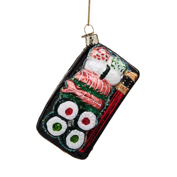 Weil Sushi ja auf Ihrem Wunschzettel stand, kommt von BUTLERS hier das Hang On Sushi aus Glas zum Aufhängen. Alle Jahre wieder präsentiert BUTLERS den schönsten Weihnachtsschmuck. Von klassisch bis modern, von besinnlich bis beschwingt. Zum Verschenken und sich selbst Verwöhnen. Für echte und künstliche Christbäume, für Tannenzweige und Ihre ganz persönlichen Dekoideen. Das wird ein Fest!