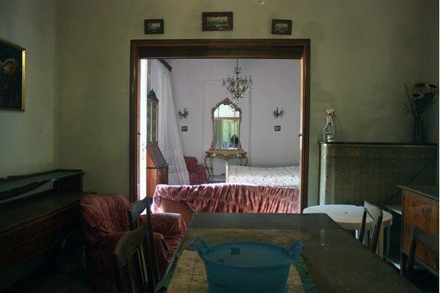 Villa in vendita a Riccione a pochi metri dal porto e dal mare risalente agli anni '20 con vincolo storico, parco di 800 mq e dependance di 80 mq. Vale la pena ristrutturare un immobile ricco di tanto fascino.