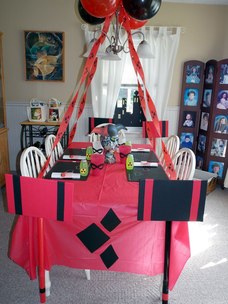 Harley quinn plus comics themed birthday party ideas free for Harley quinn bedroom ideas