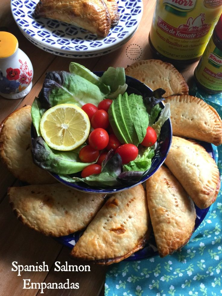 Spanish Salmon Empanadas made with canned salmon, Spanish ingredients and Seasoned with Knorr® Tomato Bouillon with Chicken Flavor. #CocinoConKnorr AD @knorr®