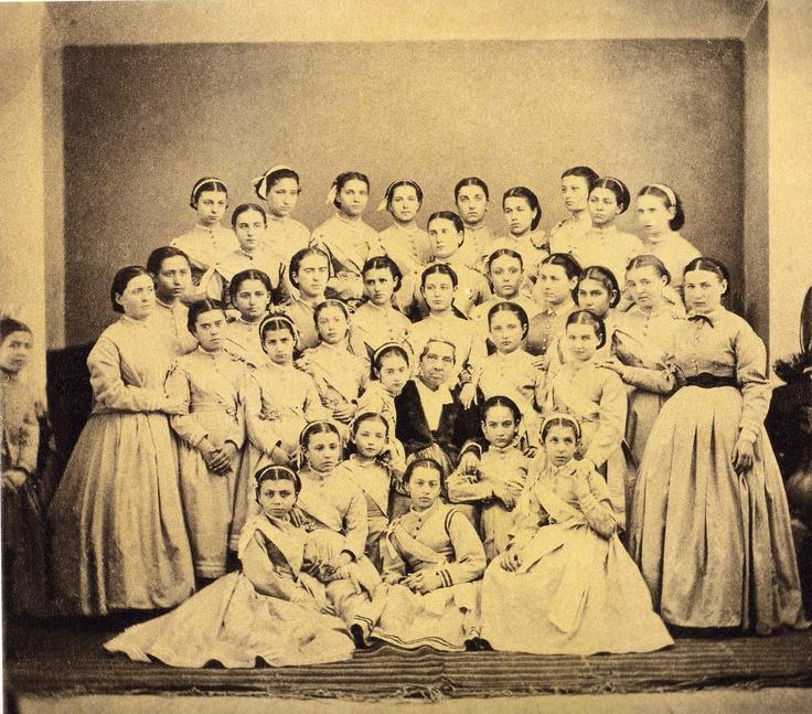 Φίλιππος  Μαργαρίτης, H Φανή  Χιλλ με  μαθήτριες της, 1865.   Filippos Margaritis, Fani Hill with her schoolgirls, 1865.