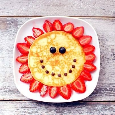 These pancakes are perfect for the summer! #Breakfast #Summer #Strawberries #Fruit