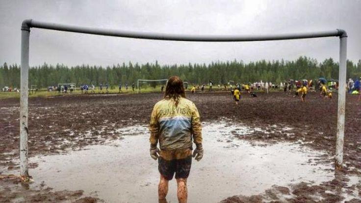 """Futbolun En Kirli Hali: Çamur Futbolu """"Futbolun En Kirli Hali: Çamur Futbolu""""  https://yoogbe.com/spor/futbolun-en-kirli-hali-camur-futbolu/"""