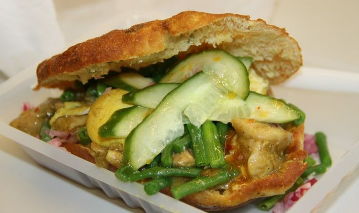 Waar eet je het beste Surinaams in Rotterdam?  Een bara! Bijv. bij Cong's Place