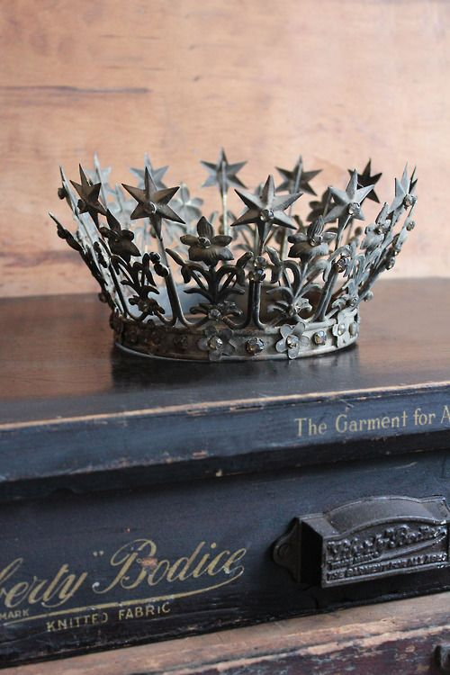 Santos crown. (attic.©2012) love this how is there not an occasion in my life where I can wear it. Now re-evaluating my whole life based on this crown....... an impressive crown