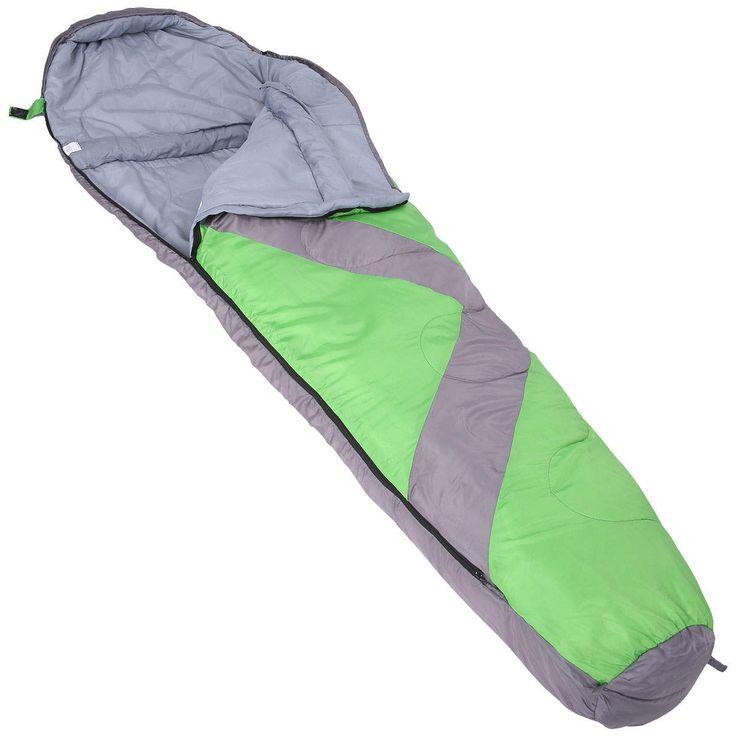 O saco de dormir te mantém aquecido, é leve e  compacto.