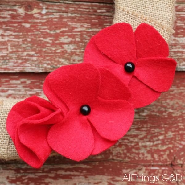 DIY Felt Poppies In Honor of Memorial Day - Aren't poppies the prettiest?  Not only do they look lovely – they also have symbolic meaning.  Poppies (sometimes r…