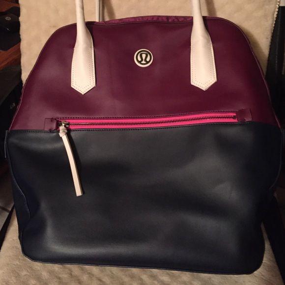 Lululemon athletica bag Excellent used condition lululemon bag. Authentic lululemon athletica Bags