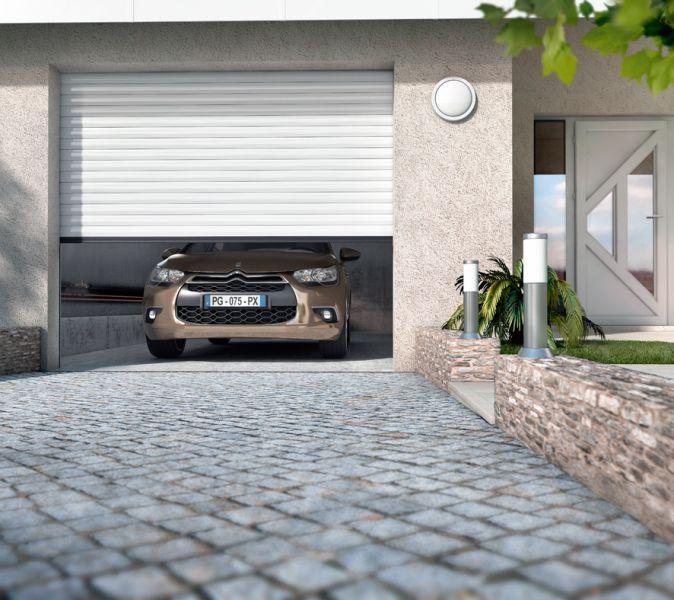 Porte de garage à enroulement sur mesure motorisée