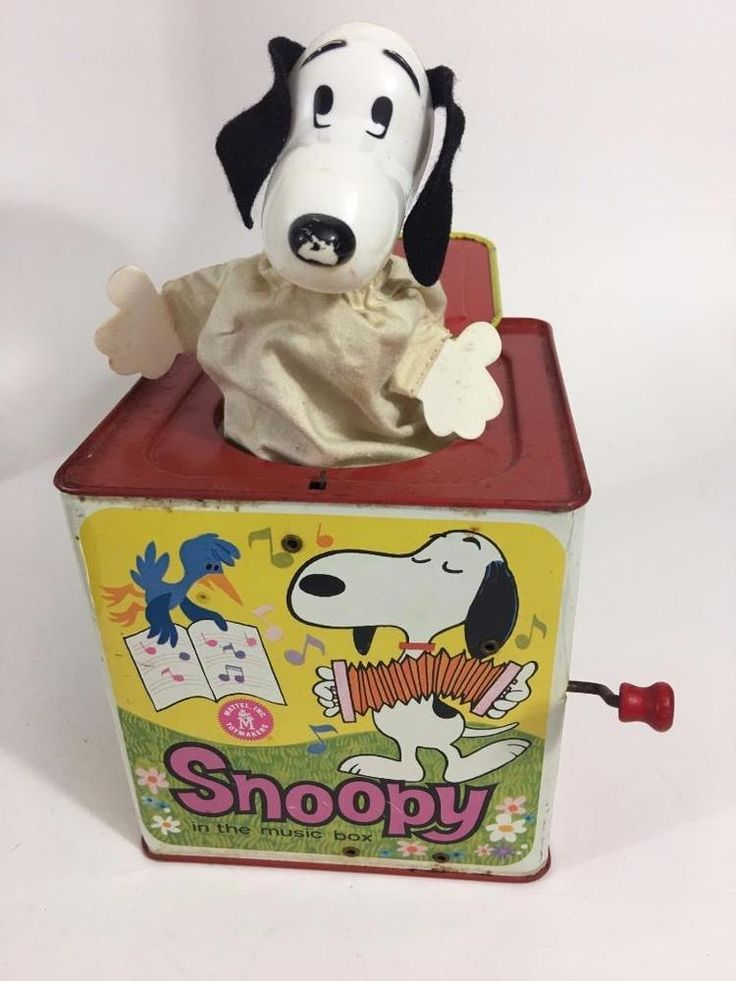 Matty Mattel 1966 Snoopy Wind Up Jack In Music Box Peanuts Charlie Brown Video