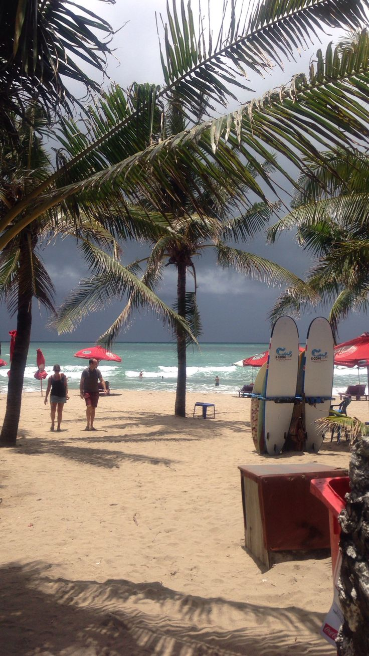 Look, look! There's a squall!!  @ Legian Beach, Bali