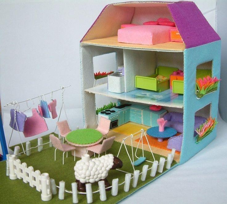 casita de muñecas cartón y fieltro