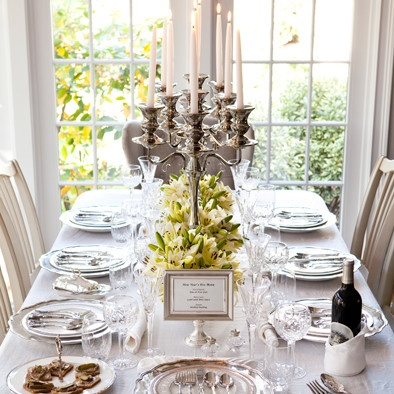 Waiting for the servants to serve your New Years Eve dinner? Incredibly fun setting a Downton Abbey inspired  party table