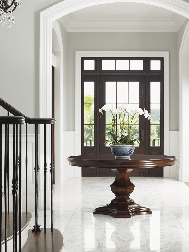 25 best ideas about round foyer table on pinterest for Furniture for the foyer entrance