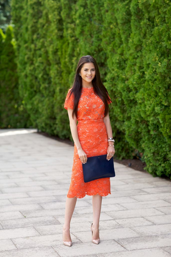 For a fall wedding, try finding a dress in a warm orange and accessorize with a cool-tone bag like navy or green.