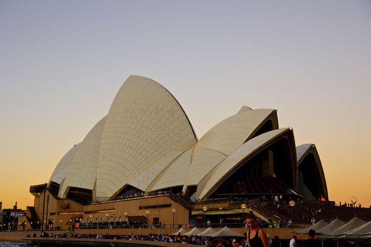 夕暮れのオペラハウス