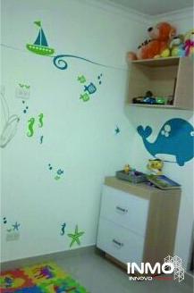 No sólo podemos diseñar y fabricar el cuarto para sus chiquis, podemos decorarlo: Adhesivos personalizados para decoración. Nochero, cajon flotante y adhesivos en vinilo hechos por #innovo.