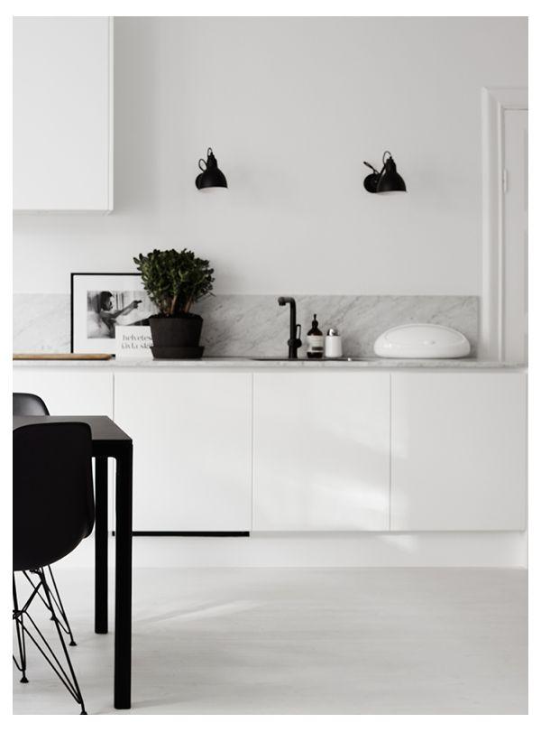 Nordic Living - Zwart-Wit met een vleugje hout
