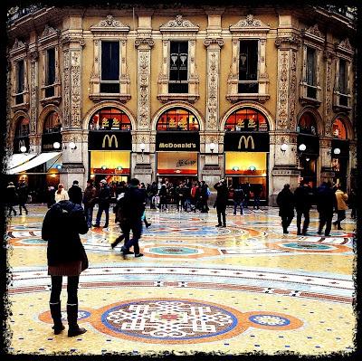 Milano. McDonald's in Galleria Vittorio Emanuele.