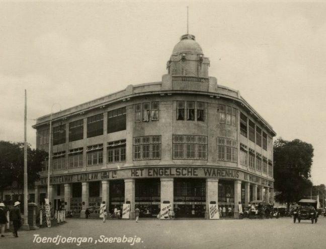 Siola Surabaya: Gedung toko serba ada Whiteaway Laidlaw ketika dibuka tahun 1923 karya van Ingen