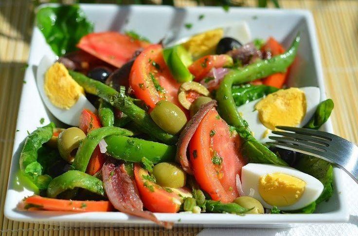 Салат Нисуаз - Kurkuma project (Проект Куркума) Салат Нисуаз — это составной салат из разных овощей, тунца или анчоусов, или того и другого вместе.
