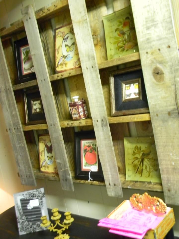 Pallet Picture Frame Display: Pallets Frames, Pallets Shelf, Christmas Stuff, Pallets Shelves, Display Case, Display Shelves, Pallets Ideas, Wood Pallets, Pallets Projects