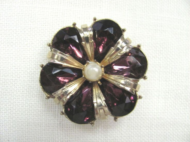 Vtg signed CORO PIN Gold Tone ~Purple Prongset Rhinestones/Faux Pearl Center~EUC #Coro