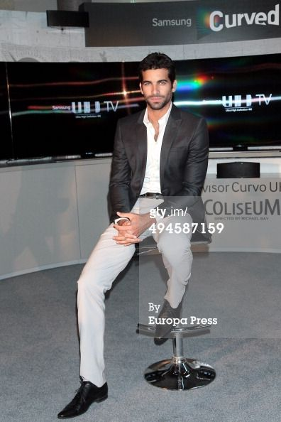 News Photo : Ruben Cortada presents UHD Curved Television...