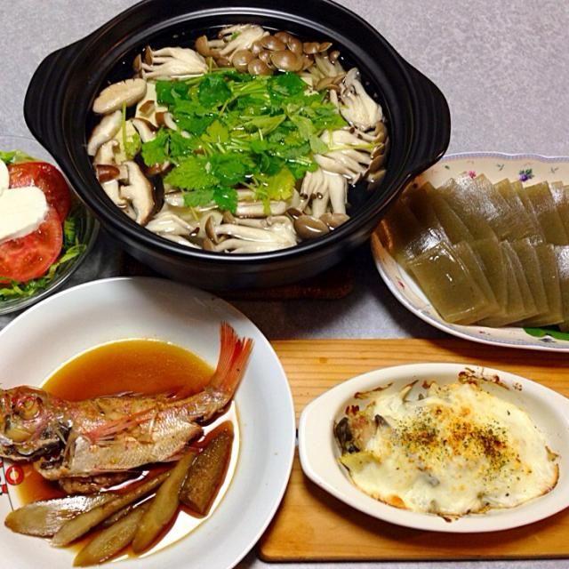 のどぐろの煮付け、 湯豆腐、おきゅうと、 筍と蕨のグラタン、 サラダ です。 - 14件のもぐもぐ - のどぐろの煮付け 他 by orieueki
