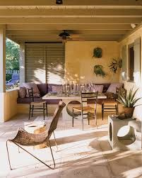 Jeffrey Bilhuber has a uniquely American perspective that breathes new life into traditionalism with a confirmed understanding of modern sensibilities. He mixes periods and design ideas with a confidence and instinctive style whose rules are self-evident: practicality and sheer beauty.  #modernhomedesign #homedesign #modernhouse For more inspirations click here