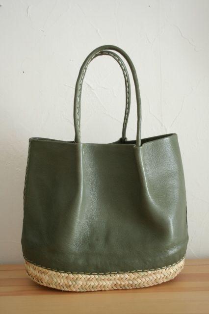 accessoires de mode : sac cabas en cuir et fibres végétales, vert kaki, vannerie, matières naturelles                                                                                                                                                     Plus