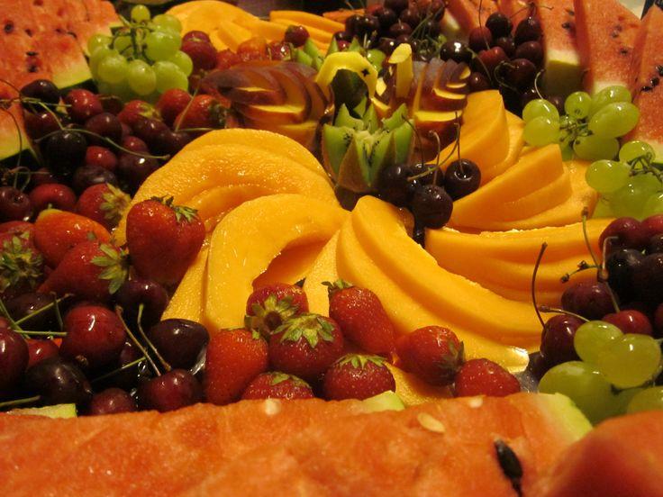 un piatto di frutta di stagione fresca