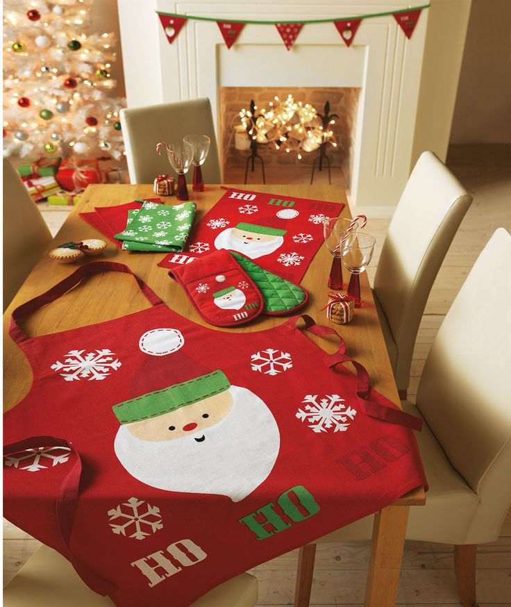 Nothing says you are ready to take on Christmas dinner than a Christmas Kitchen Textile Set from #Argos - complete with apron, oven gloves and tea towels. #ArgosPerfectChristmas