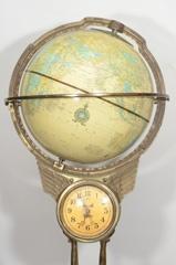Sensational 1940s Figural Floor Globe Clock made by #Telechron #1940s #globe #clock #antique #vintage (via @1stdibs)