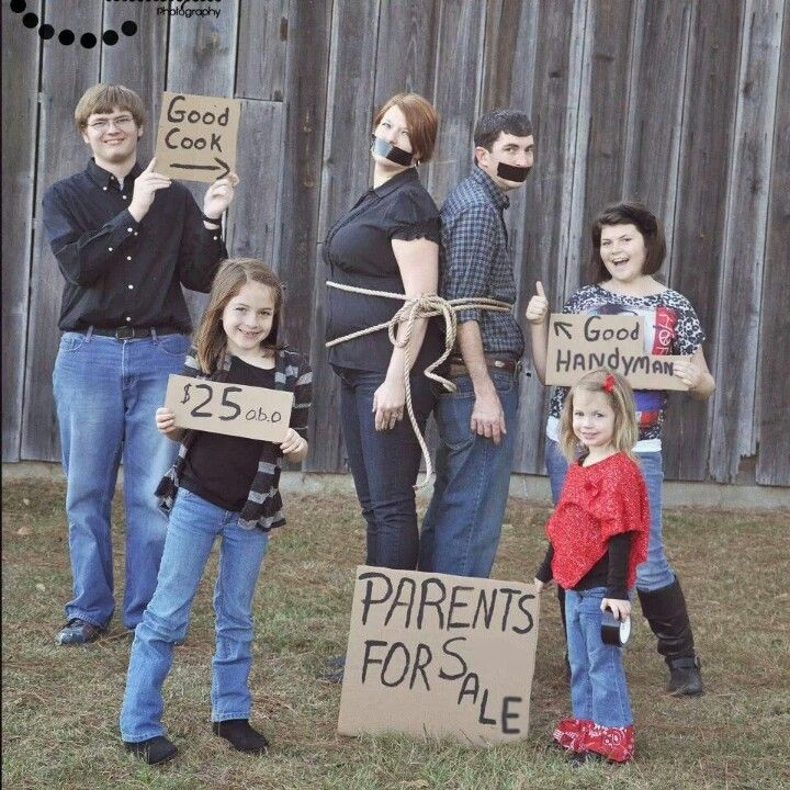 family photo - Christmas card - instead of rope, use christmas lights ;-D