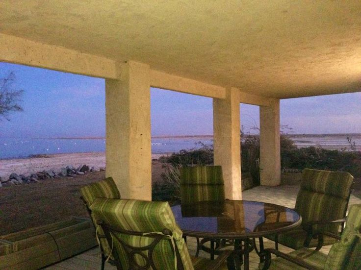 Entire home/apt in Salton City , US. come see before caifornia removes this amazing place.lgreat house. on shore. not a swimming beach .you will love Amazing bird watching. Hike for miles. Views, . Great for large groups. Family room with fireplace has 3xl twin beds.plus was queen be...