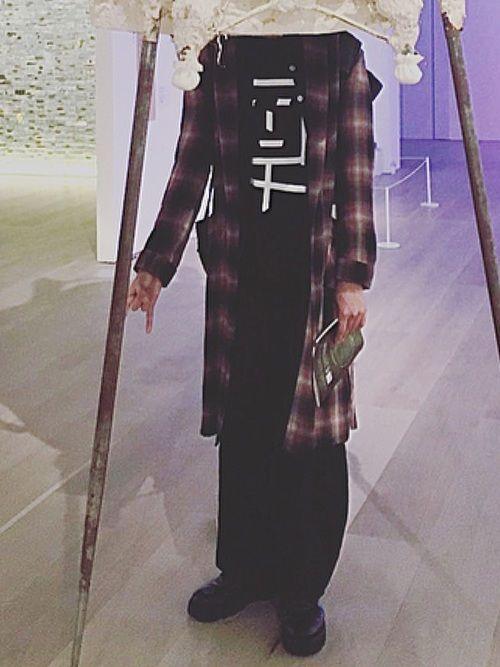 先日、六本木アートナイトに行った時の格好です 分かりづらいですが、ガウンの中に古着のパジャマを着てい