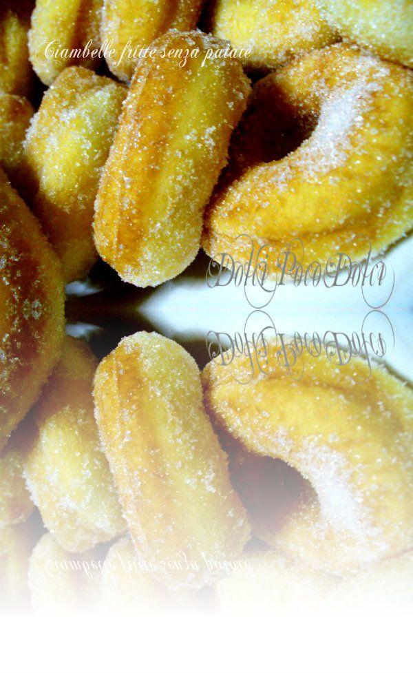 Ciambelle fritte senza patate500 g di farina di frumento 00 (io farina Azienda Capati) 285 g di latte 50 g di burro 25 g di lievito di birra 1 uovo 1 cucchiaio di zucchero 1 pizzico di sale 500 g di olio per friggere