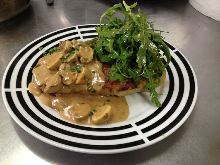 Chicken Breast in a 'Rösti' Coat with Mushroom Sauce and Rocket Leaves