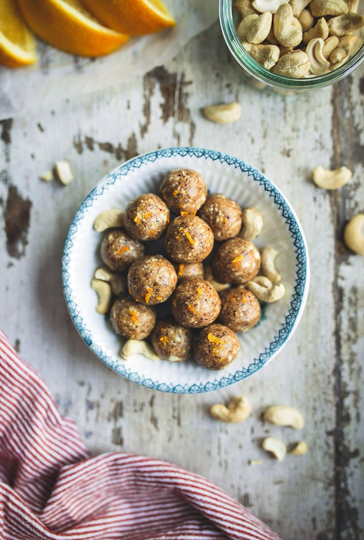 Cashew balls with cardamom and orange